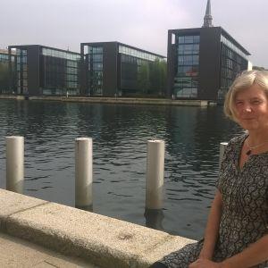 Katarina Blomqvist utanför KVINFO i Köpenhamn.