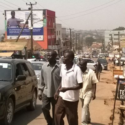 trafik på gata i kampala