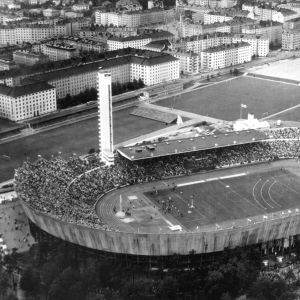 Helsingin olympiastadion ilmasta käsin. Kuva otettu vuonna 1952