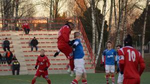 Fotbollsmatch mellan Jaro och GBK.