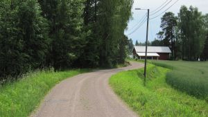amla Finnsvägen, som har slingrat sig i flera hundra år genom Esbogårds område, och skall nu ställvis breddas och asfalteras så att man kan komma till radhus, parhus och egnahemshusområden som har planerats på båda sidorna av den.