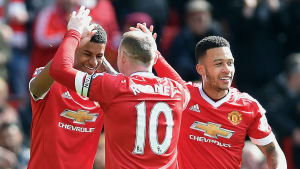 Marcus Rashford, Wayne Rooney och Memphis Depay firar 1-0 mot Bournemouth.