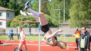 Linda Sandblom hoppar höjd.