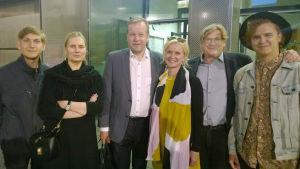 Näytöksen jälkeen Markusta onnittelemassa Benjamin Klemettilä, Nina Kopra, Ulla Piispanen, Timo Klemettilä ja Henri Piispanen, jotka Ninaa lukuunottamatta saapuivat Berliinistä.