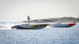 Ett hundratal moterbåtar deltog i Poker run 2016 i Hangövattnen.