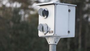 En trafiksäkerhetskamera på riksväg 25