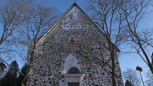 Sjundeå kyrka sett framifrån.