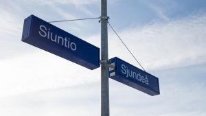 Skylt som läser Sjundeå/Siuntio