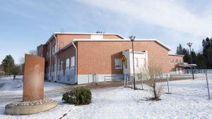 En skolbyggnad.