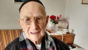 Världens äldsta man Yisrael Kristal fotograferad den 22 januari 2016