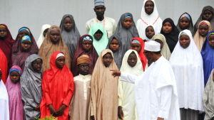 En fraktion inom Boko Haram frigav nyligen över 100 skolflickor som hade kidnappats i februari