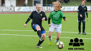 EIF:s Mimmi Björklund och en motståndare löper efter bollen.