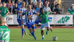 Hanson Boakai i matchen med Klubi 04.