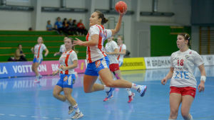 BK:s Nicolina Fredriksson skjuter ett hoppskott.