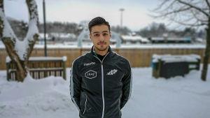 Porträttbild av fotbollsspelaren Felix Feryahan.