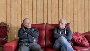 Karjatilan isäntä Juha toivoo vanhimmasta pojasta Henrystä tilalle jatkajaa.