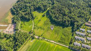 Flygbild på Bäckas där det ska byggas en småhusby
