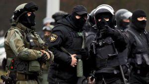 Säkerhetsstyrkorna i Minsk var maskerade med mer än munskydd också den här söndagen.