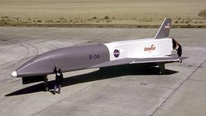 Avaruussukkulan koetyyppi X-34 kiitoradalla
