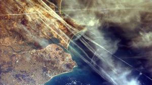 Tiivistymisvanoja Lissabonin päällä Portugalissa helmikuussa 2000.