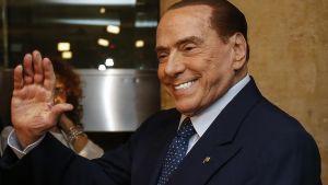 Berlusconi är tillbaka på den politiska scenen