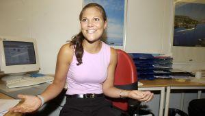 Kronprinsessan i sitt arbetsrum i Berlin i samband med en praktikperiod 2002.