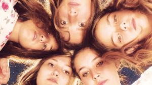 Viisi tyttöä elokuvassa Mustang