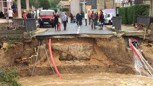 Översvämningen förstörde en bro i Villegailhenc nära staden Carcassone.