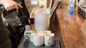 Efter en sightseeing behöver man kaffe.