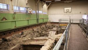 Vy över arkeologiska utgrävningar i Katedralskolan i Åbo.