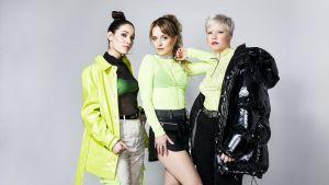 Popgruppen F3M i granna gulgröna kläder
