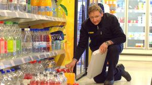 Tomas Träskelin, föreståndare på K-market Sundom.