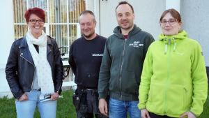 Jessica Berg, Tomas Lund, Johan Sand och Anna Hultholm var alla på informationstillfället som bildningsnämnden ordnade i Korsholm. De önskar att  byskolan i Petsmo ska fortsätta.