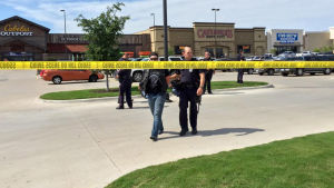 Minst nio personer dödades och flera skadades i ett skottdrama mellan tre rivaliserande motorcykelgäng i staden Waco i Texas den 17 maj 2015.