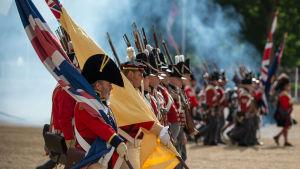Brittisk militär hedrar minnet av slaget vid Waterloo i maj 2015.