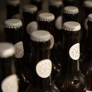Ölflaskor av glas.