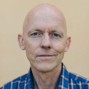 Marcus Groth debuterar som författare