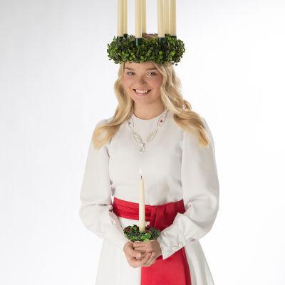 Vanessa Eriksson med luciakrona