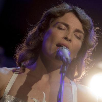 Melkein unplugged: Irina Björklund