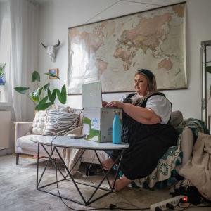 Helsingin yliopiston ylioppilaskunnan puheenjohtaja Jessika Isomeri