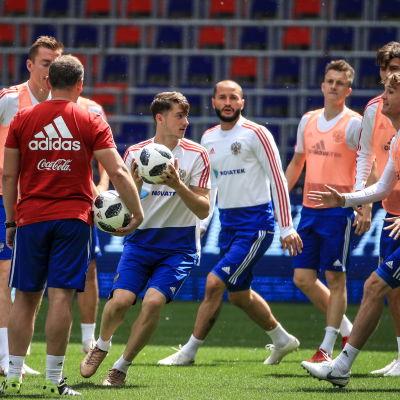 Det ryska laget tränar inför VM