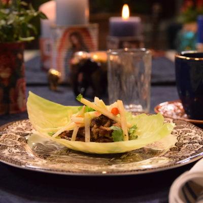En portion med kåltaco på en an tallrik