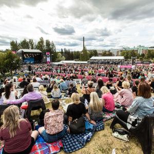 Yleisöä Behmin keikalla loppuunmyydyssä Tammerfestissä Ratinassa 23.7.2021. Pirkanmaan koronatilanteen status oli paria päivää aiemmin siirretty kiihtymisvaiheeseen.
