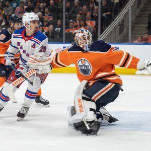 Mikko Koskinen fredar sitt mål mot New York Rangers.