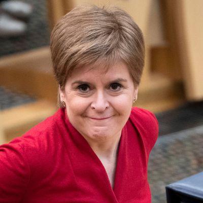 Skottlands försteminister Nicola Sturgeon fotograferad i regionalparlamentet i Edinburg igår, den 26 november.