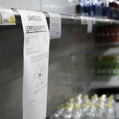 Ilmoitus lähdeveden loppumisesta Siilinjärven S-Marketissa.