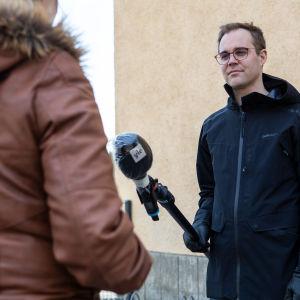 Anonyymi ruoka-avun hakija Yle Tampereen Tuomas MacGilleonin haastattelussa 27.3.2020.
