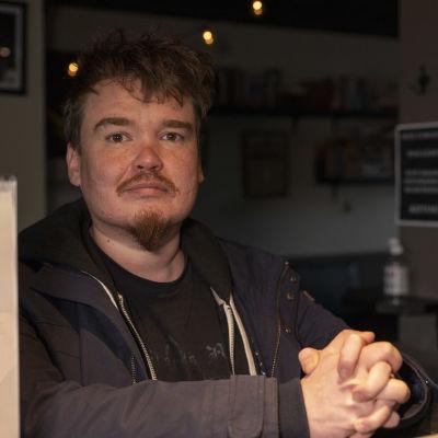 Nilsiäläinen kirjailija Antti Heikkinen.