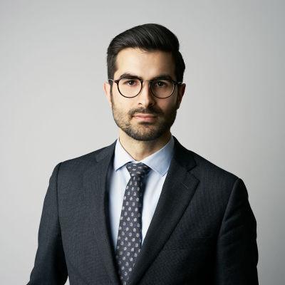 Porträtt av Aras Lindh vid Sveriges Utrikespolitiska Institut.
