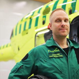 Kosti Koivisto Kokko är läkare ombord på räddningshelikoptern i Åbo.